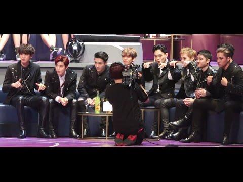 Phản ứng hào hứng của EXO trước sân khấu của TWICE đêm MAMA