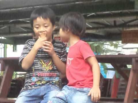 2 anh em: Bi & Na ăn kem tại Kidcity 23