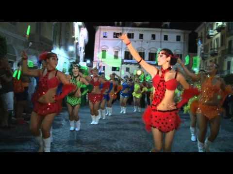 Gruppo di Majorettes ungheresi con Banda Musicale a Ivrea (TO)