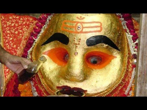 Kaal Bhairav Drinking Alcohol (Kaal Bhairav Temple - Ujjain Unedited shot)   काल भैरव उज्जैन