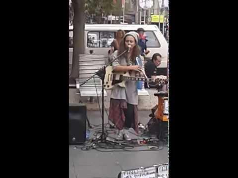 Tash Sultana - street music - Melbourne