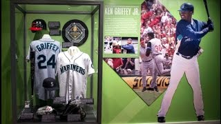 Ken Griffey Jr. and Mike Piazza 2016 Baseball Hall of Fame Plaque Gallery Cooperstown NY