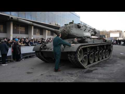 Demonstration du tank M47 Patton à Retromobile 2014