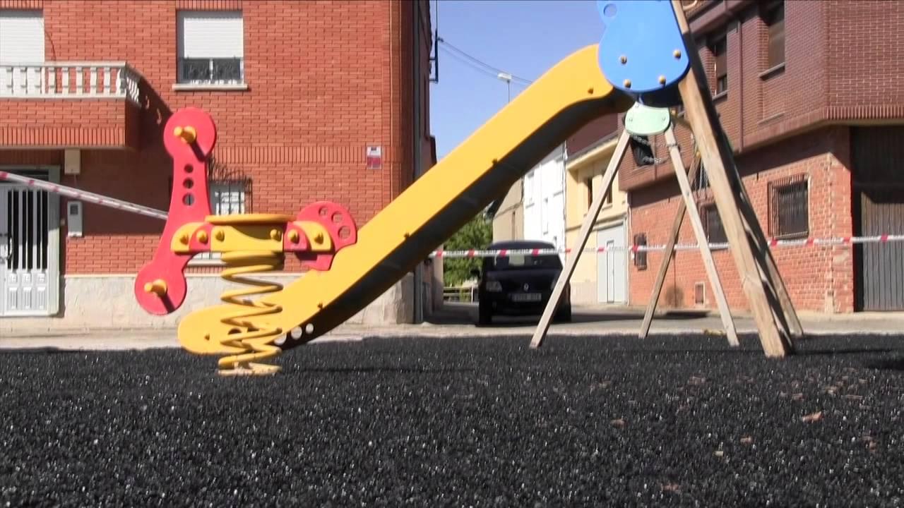 como hacer un pavimento de caucho para un parque infantil