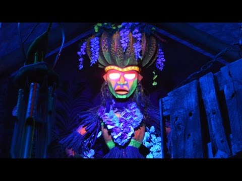 Trader Sam's Uh-Oa Drink Effect at Trader Sam's Grog Grotto, Disney's Polynesian Village Resort