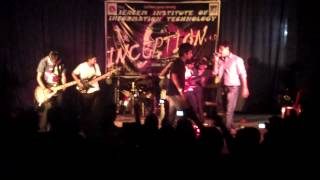 "Kross Roadz performing ""Chole Gecho Tate Ki Bhalobeshe Morechi"" at IERCEM for freshers of 2012"