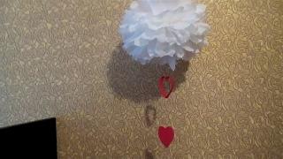 Помпоны с гирляндой. Украшение на свадьбу или день Святого Валентина.