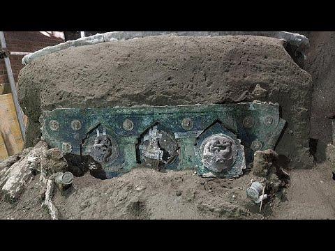 شاهد: اكتشاف عربة احتفالية تعود للحقبة الرومانية بالقرب من موقع بومبيي الأثري…  - نشر قبل 3 ساعة