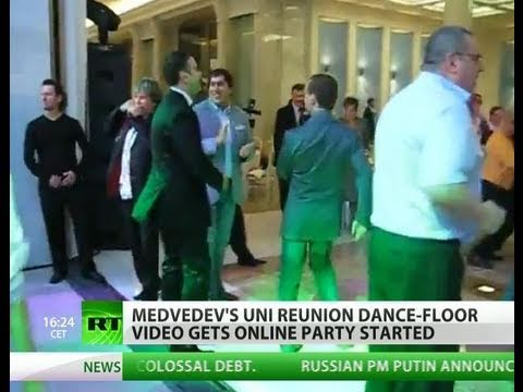 Dancing Medvedev: Video of President party to 'American Boy'