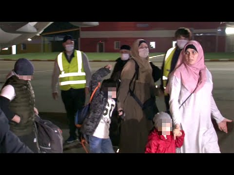 В Грозный доставили четверых детей и двух женщин, которых удалось вывезти из Сирии.