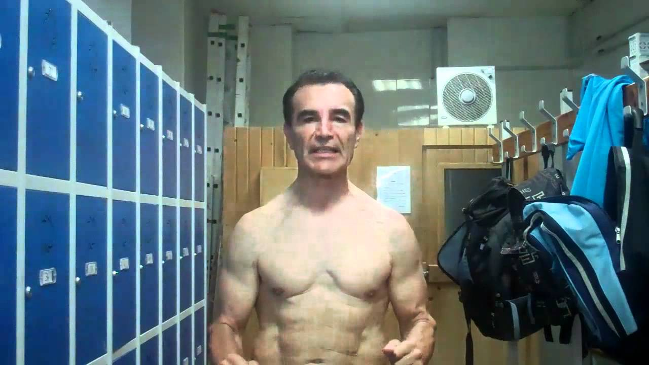 Casilleros y duchas del gimnasio zeus youtube for Gimnasio zeus