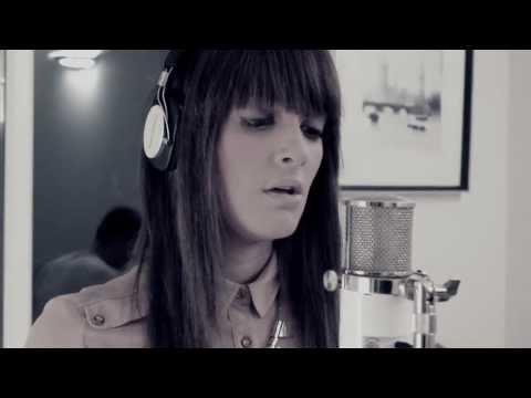 ADELE - Skyfall - 007 - (Alice Olivia Cover)
