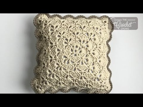 Crochet From the Middle Pillow + Tutorial | The Crochet Crowd