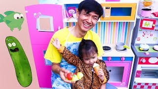 Nora and Papa Pretend Play Kitchen Restaurant Toy Cooking Food