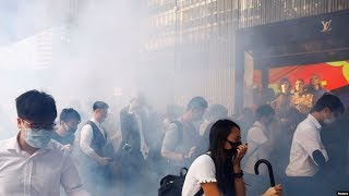 VOA连线(汤惠芸):民阵元旦游行再爆警民冲突被腰斩 香港人催泪烟中迎新年