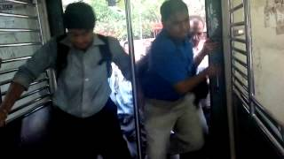 How To Get Inside a Mumbai Local At Rush Hour!!