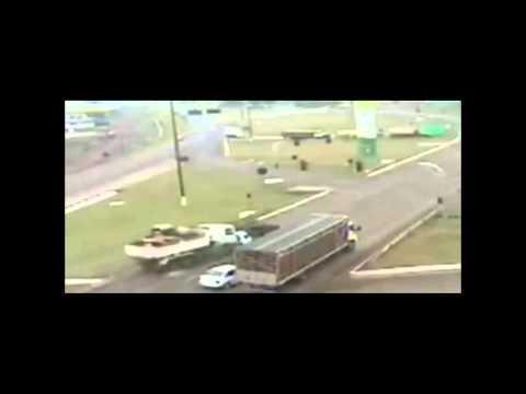 Truck Brakes Fail (Hi-def)