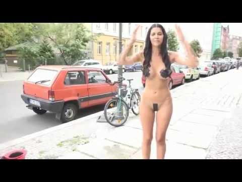 18+ Жесть! Голая девушка из Германии облила себя водой. ШОК! Ice Bucket Challenge - Познавательные и прикольные видеоролики