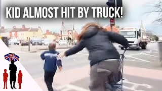 Panic As Young Child Runs Towards Busy Road | Supernanny UK