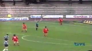 Gol del 3-1 di sossio aruta nel derby con esultanza della curva sud