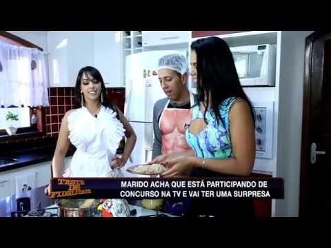Teste de Fidelidade: Marido 'cozinheiro' beija bumbum de sedutora