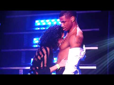 Fan Kisses Trey Songz On Chest During Concert !!!