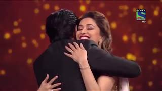 Shah Rukh Khan and Madhuri Dixit romantic scene on Stage