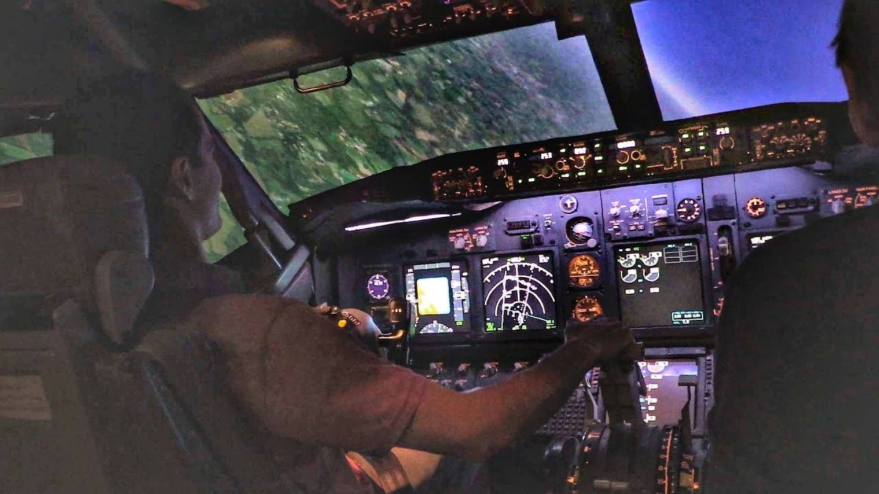 Boeing 737 Full Motion Flight Simulator | Takeoff & STEEP TURNS | Flight  Simmer at the Controls!