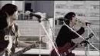 マキシシングル「インサイド」 ロケ地:渋谷ブック1st屋上(現在閉店) © Under flower co.