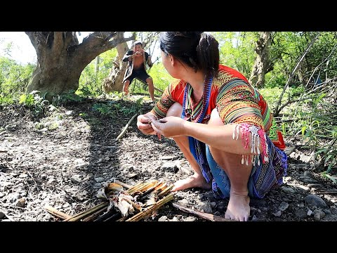Survival skills: Ethnic girl catch fish and bad primitive man thieves - Cooking fish