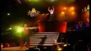 Madonna - 13. La Isla Bonita (Girlie Show 1993)