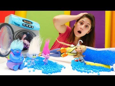 Barbie Troller'in evini sudan kurtarıyor! Kız oyunu!