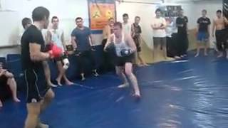 каратист против боксера(, 2013-07-30T13:36:25.000Z)