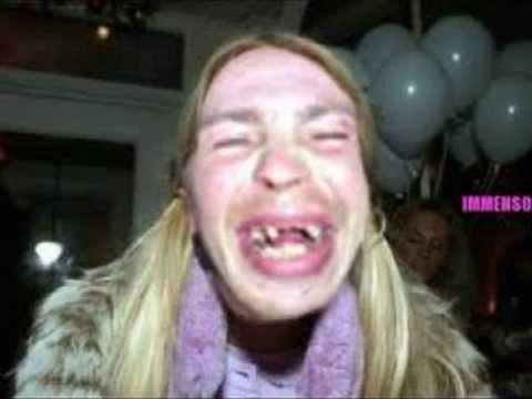 Le donne pi brutte del mondo spavento youtube - Donne che vanno in bagno a cagare ...