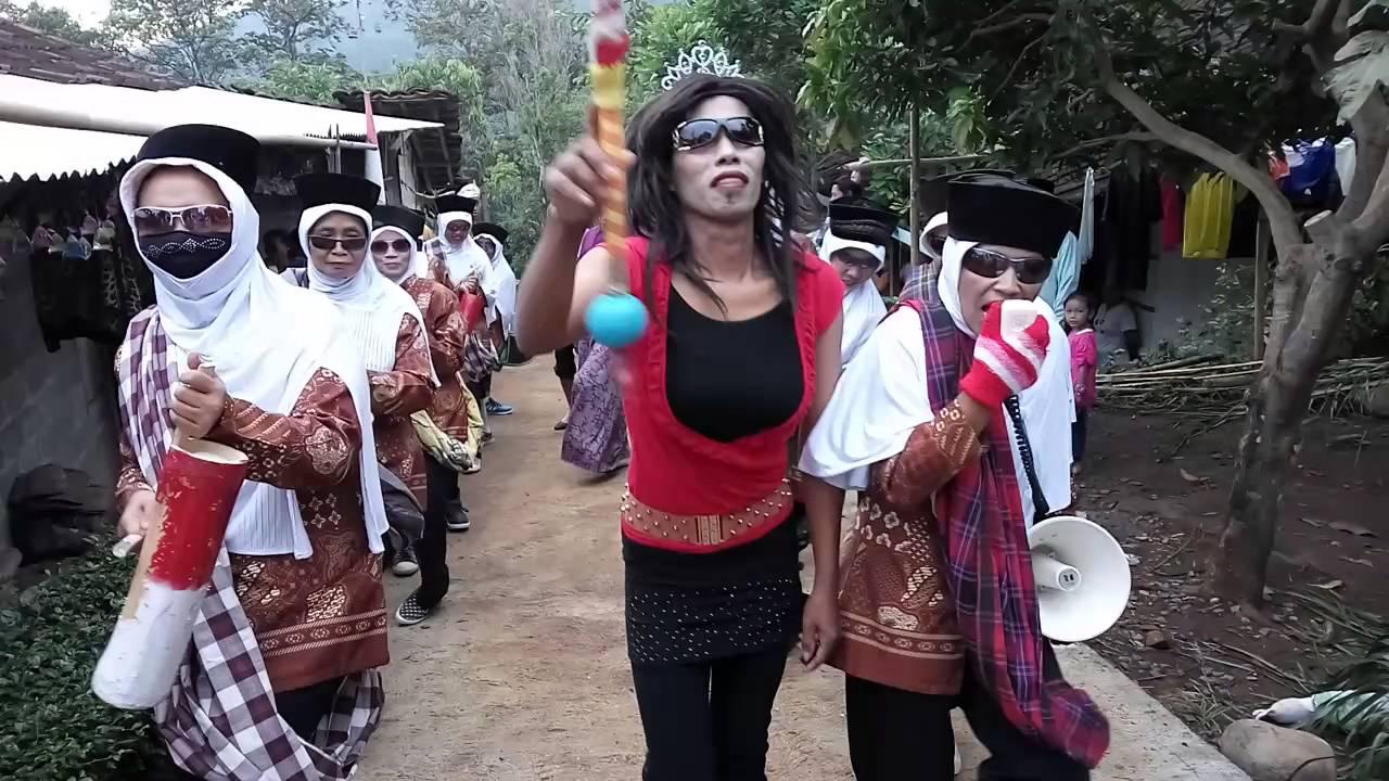 Peringatan Hut Ri Lucu Karnaval Peringatan Hut Ri Aksi Ibu Ibu Lucu Youtube
