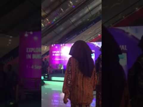 Butik lentera Fashion Show Explore Exotic Indonesia Street Festival in Bukit Bintang Kuala Lumpur 2