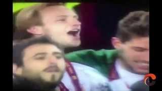 El beso en los labios de los futbolistas Ivan Rakitić & Daniel Carriço (Sevilla) - gay kiss