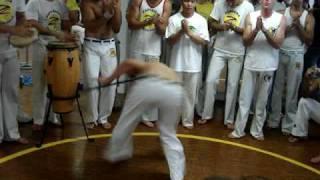 Capoeira zambiacongo roda 2008 - Formado James vs Graduado Cipo
