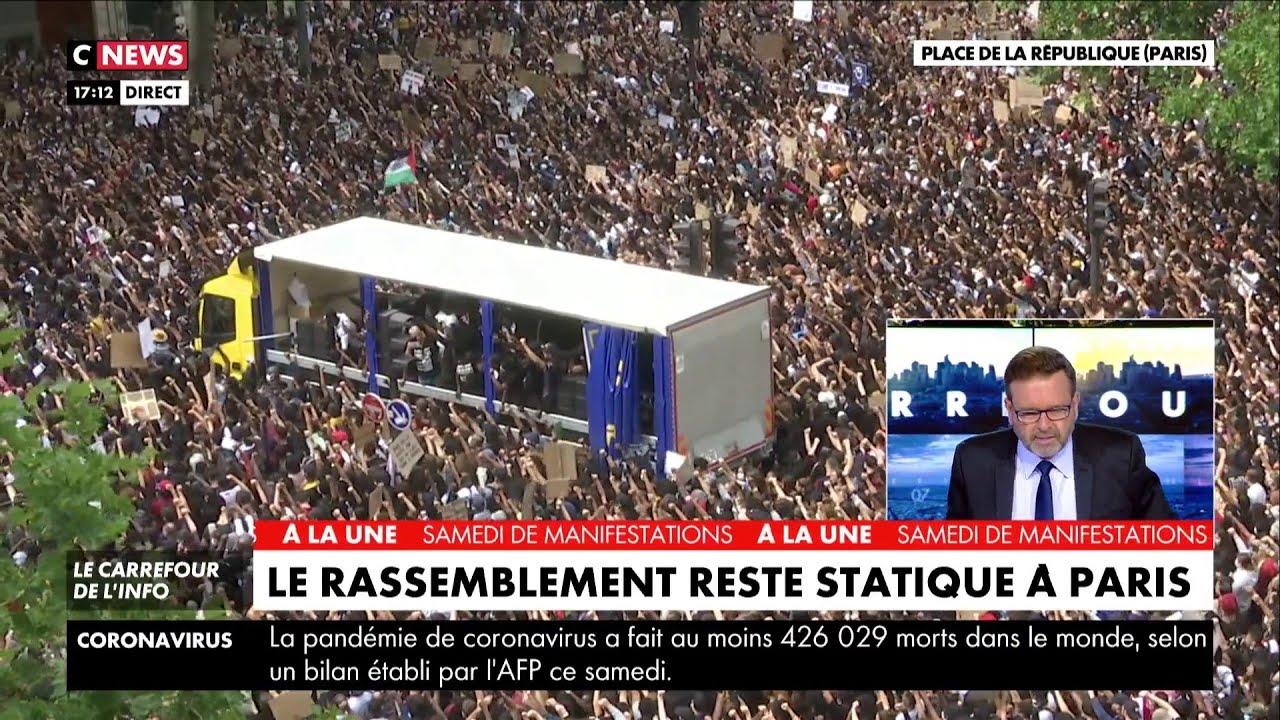 La Manifestation Reste Statique Place De La Republique Depuis 14h30 Youtube