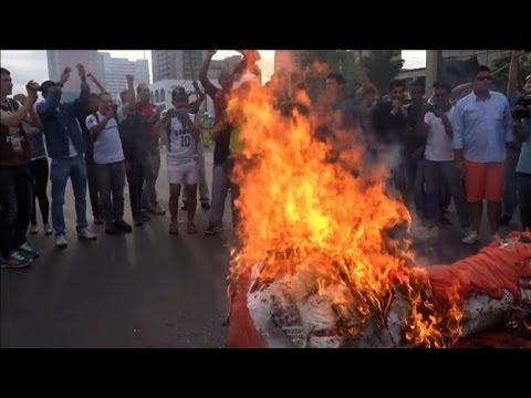 Un trophée symbolique de la Coupe du Monde brûlé à Brasilia