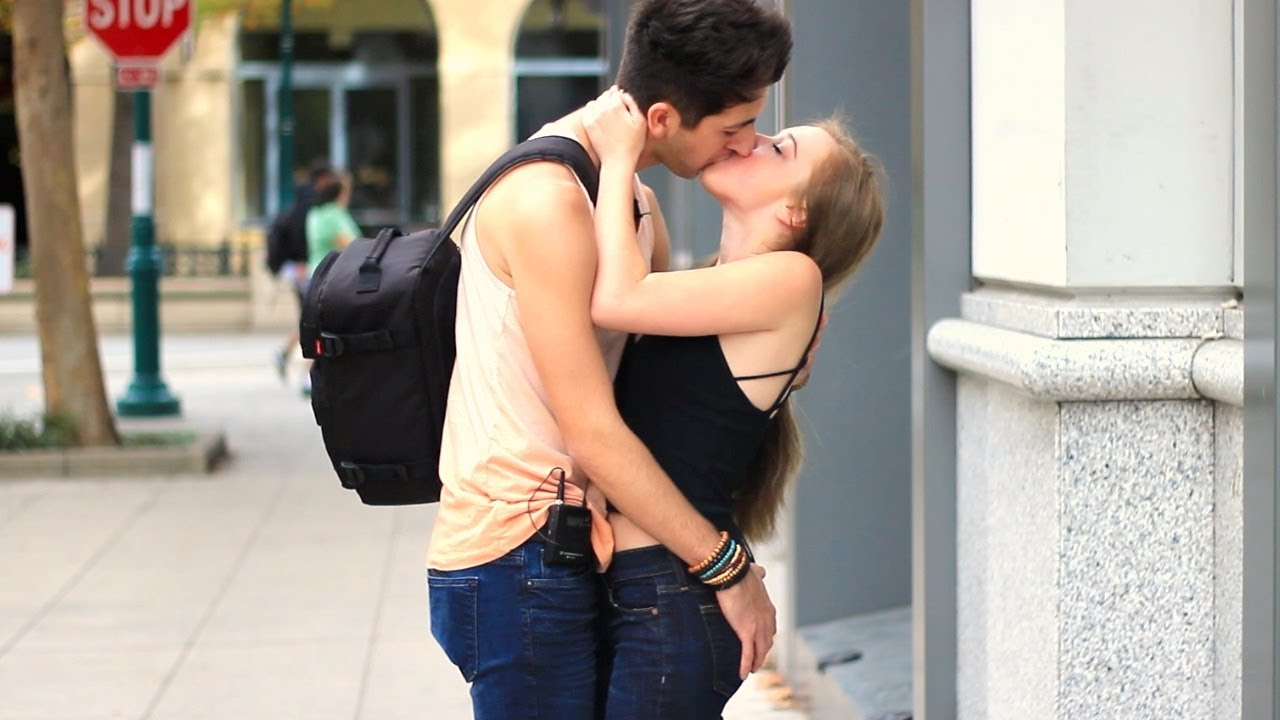 When to kiss a girl after online dating