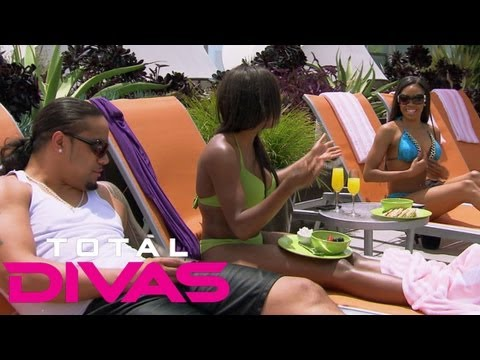 "Cameron shows off her possible new ""enhancements"" to Naomi and Jimmy Uso: Total Divas, Aug. 18, 2013"