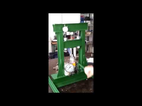 Simple universal testing machine- hydraulic press