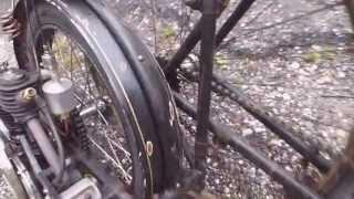Vélo ancien , avec un moteur adaptable .