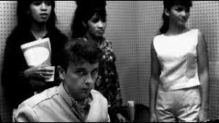 Ronnie Spector - How She First Met Phil