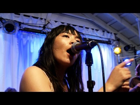 "BAMM.tv Presents: Thao & The Get Down Stay Down - ""Feet Asleep"" (live at SXSW)"