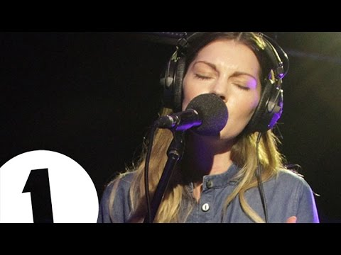 Rosie Lowe - Woman - Radio 1's Piano Sessions