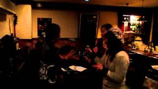 神戸にあるジャズバー「Y's Road」のライブで、女性3人が飛び入りで歌いました「All of Me」の一部です。。 このライブを見た時に、私の頭にある女...