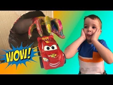 Тёма играет в Машинки- Пожарная и Полицейская Машины спасают машинки из пещеры - Видео для Детей
