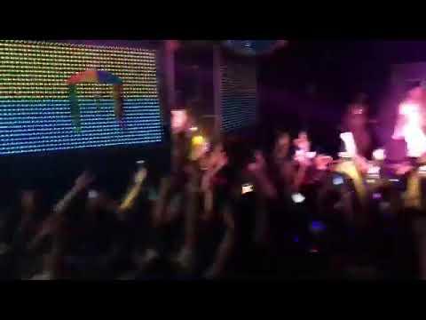 Público cantando Coisa Boa com Gloria Groove  em show em Recife - Club Metrópole